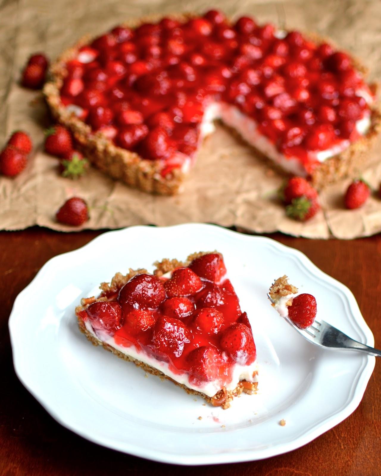 Yammie's Noshery: Strawberry Pretzel Tart