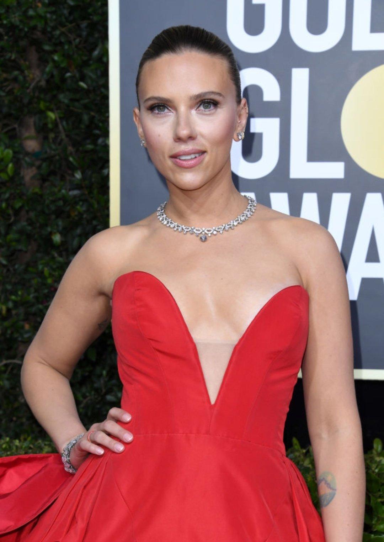 Scarlett Johansson at the 77th Golden Globe Awards' red carpet