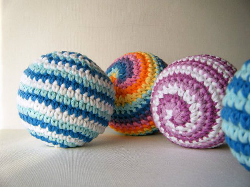 Crochet spin balls - free pattern, by Abigail Gonzalez | Happy in Red
