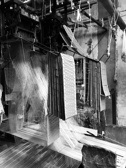 hand loom, light shades, photography, neutral, achromatic