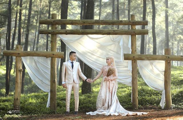 Foto Prewedding di Hutan Pinus Limpakuwus