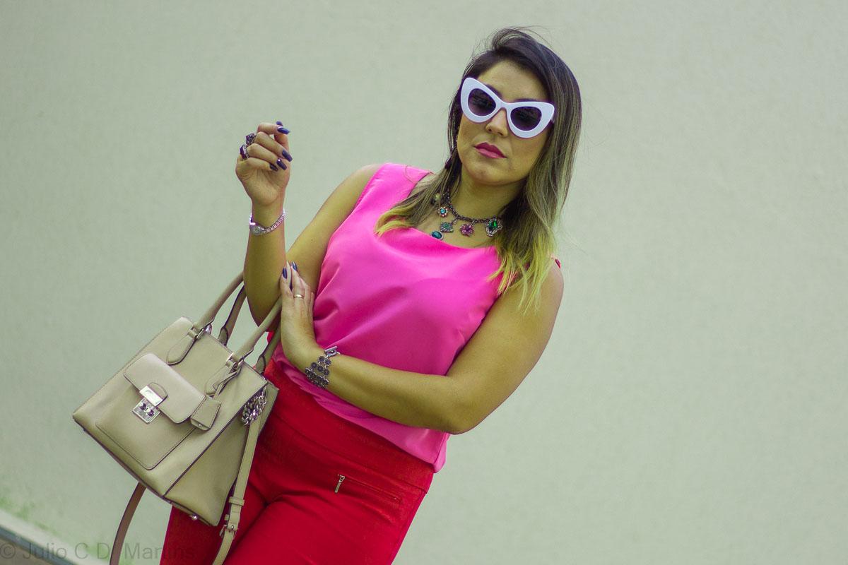 Usando rosa e vermelho no look de trabalho