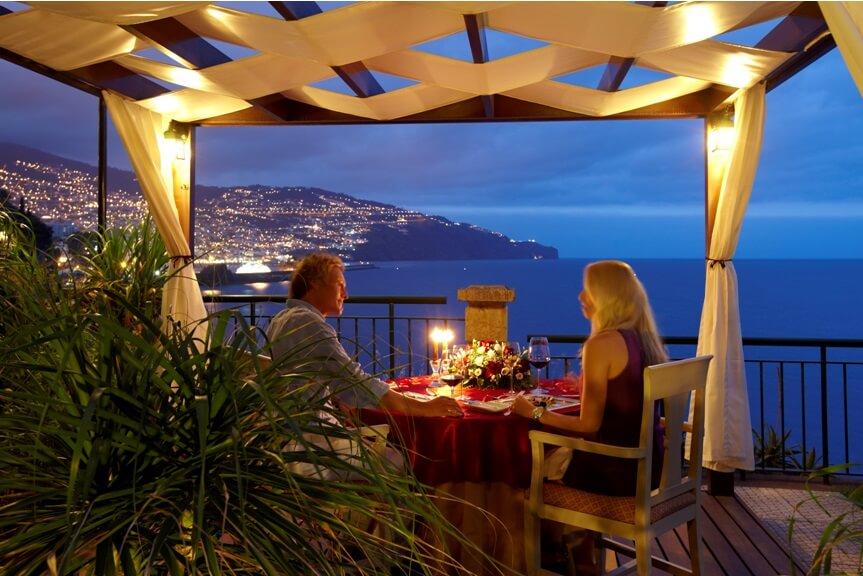 Mum Işığında Romantik Bir Akşam Yemeği İçin Dünyadaki En Güzel 5 Yer
