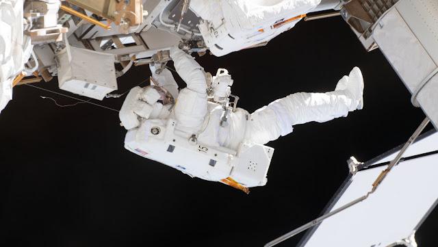 Un astronauta explica por qué no es posible silbar cuando se lleva un traje espacial