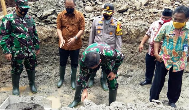 Catur Sujito Merasa Bangga Danrem 074 Letakan Batu Pertama di Jembatan Jatiwarno