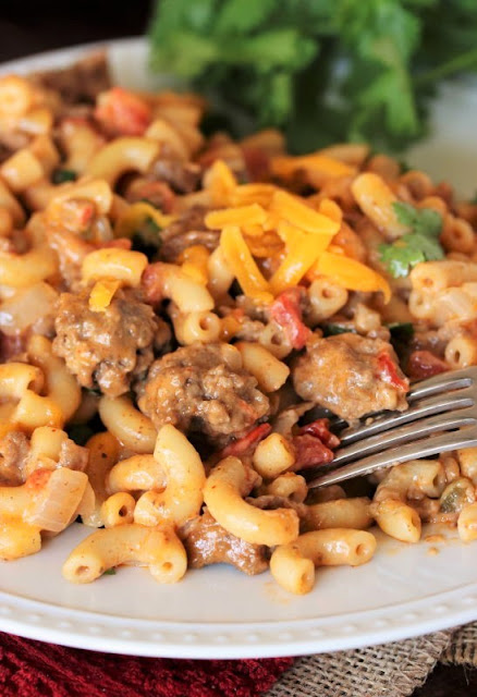 15+ Dinner Recipes with Ground Beef - Chili Cheese Mac Image