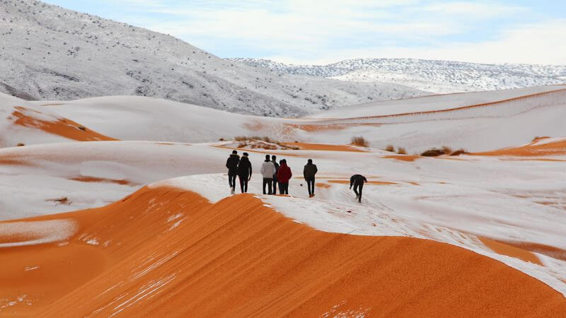 Awesome Photos: Snow In The Sahara Desert For The 3rd Time In 40 Years