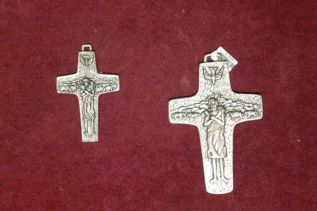 Souvenir: o crucifixo de papa Francisco