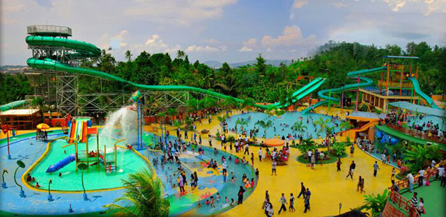 water boom di taman wisata lembah hijau