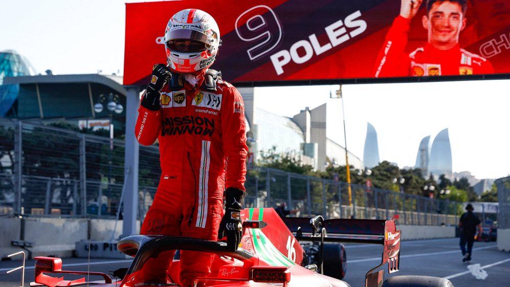 Charles Leclerc consegue a pole em choque na dramática sessão de qualificação de Baku, com CINCO pilotos caindo