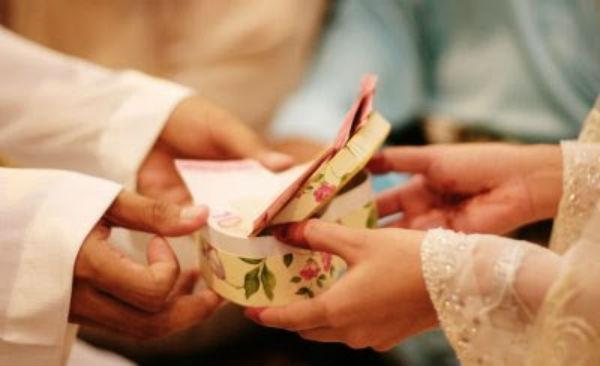 Hai Para Suami!! Ketahuilah Uangmu Milik Istrimu Tapi Uang Istrimu Bukan Milikmu