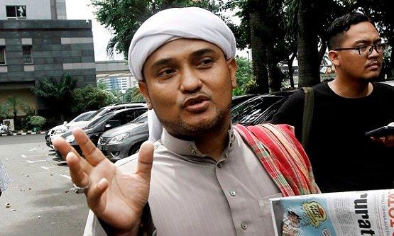 Tuding PPKM Darurat Upaya Pemerintah Tutupi Kegagalan Pemberangkatan Haji, Novel: Ada Permainan Bisnis!
