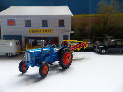 Gift Set 18 Fordson Power Major and Plough