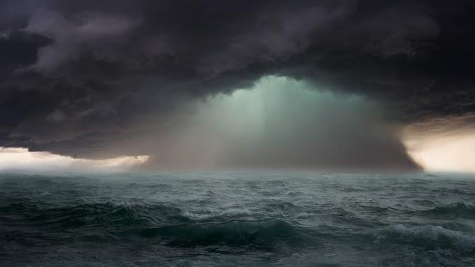 Plano de Fundo Tempestade no Oceano