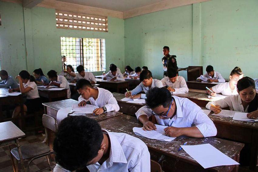 KI Media - Khmer Intelligence: Some 4,000 sit exam to join RCAF