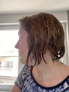 Cheveux avant application du démêlant sans rinçage de la box formule beauté d'avril 2020