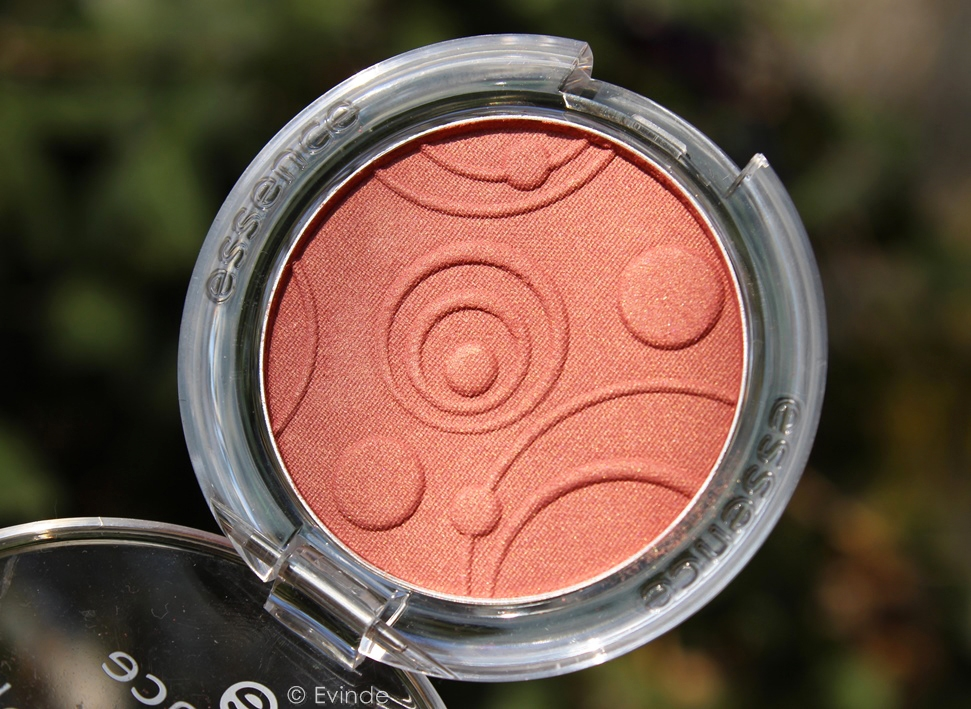 essence kissable silky touch blush