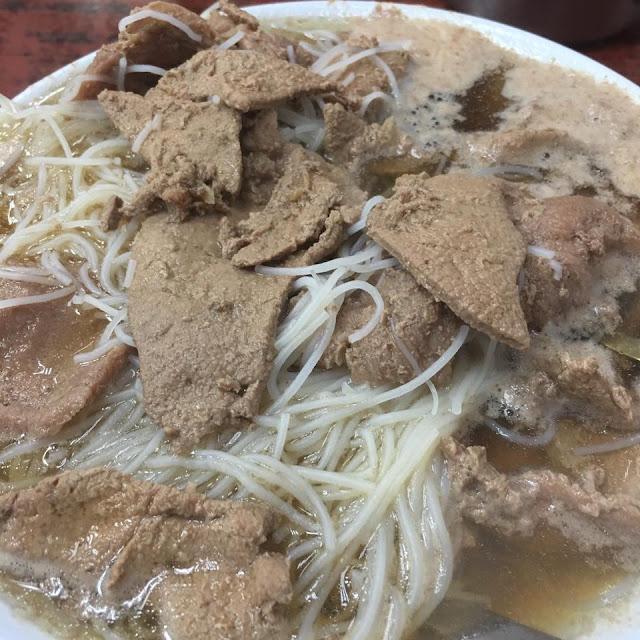 林公子生活遊記: 維記咖啡粉麵 Wai Kee Noodle Cafe 豬潤麵 以豬膶麵聞名的維記。「我最愛這裏的豬膶牛肉麵及咖 ...
