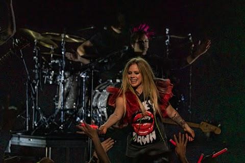 MTV ITalia: El espectáculo de Avril Lavigne en Milán se muda a una nueva ubicación