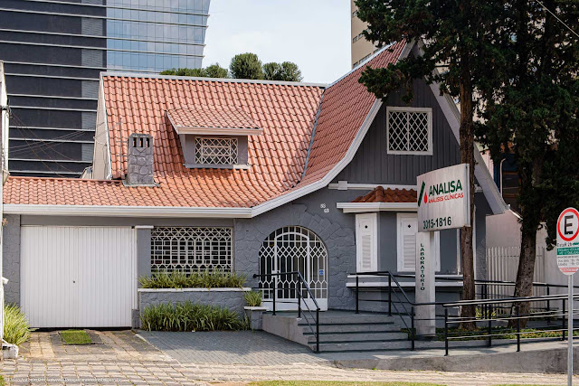 Uma casa na Rua Padre Ildefonso, em Curitiba