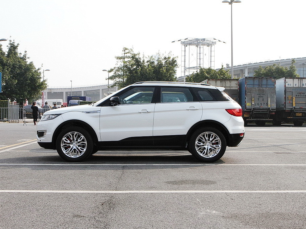 land rover ceo pissed at landwind over their x7 evoque clone. Black Bedroom Furniture Sets. Home Design Ideas
