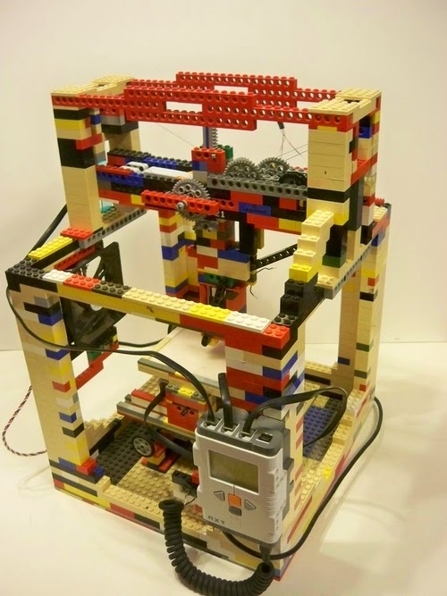 08-Lego-3D-Printer-Engineering-Student-Matthew-Kreuger-www-designstack-co