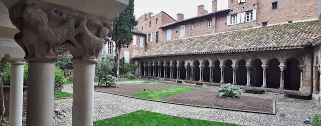 Albi cloister court