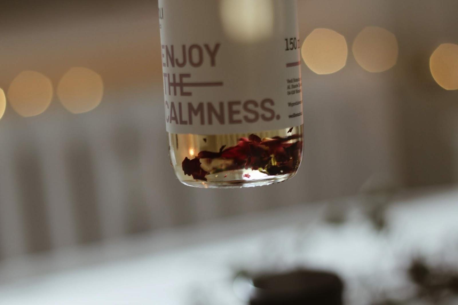 olejek z płatkami róż