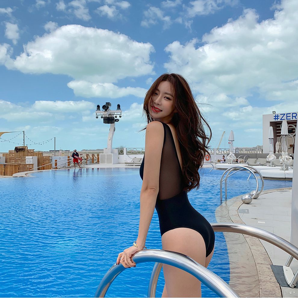 Kwon Byul (191212) Black Monokini Swimsuit Set - TruePic.net
