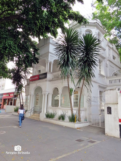 Vista lateral da fachada do antigo Casarão de Alfredo Sadocco - Avenida Paulista - São Paulo