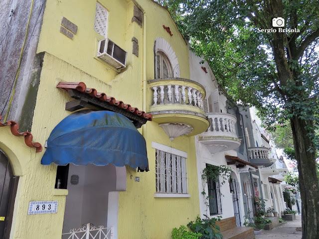 Vista lateral de Casas antigas na Rua João Moura - Pinheiros - São Paulo