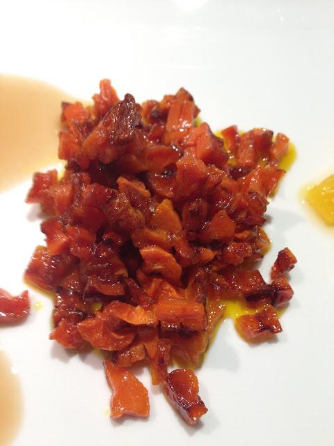 Zanahoria pochada y dorada. Ensalada acidulce.