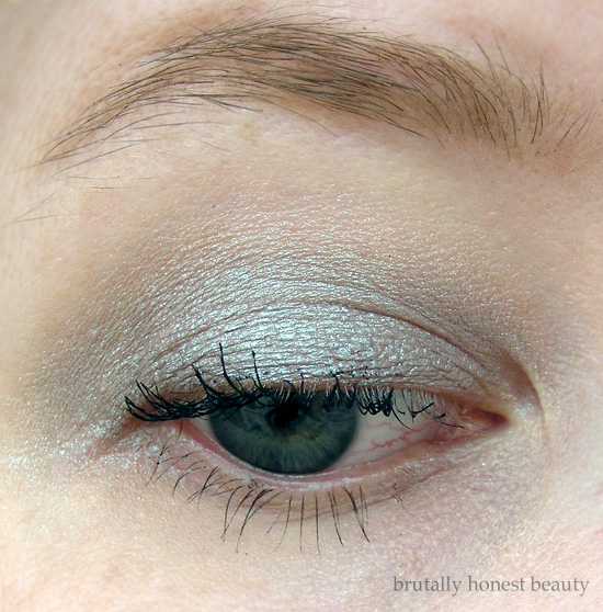 Review of L'Oréal Infallible Galaxy Lumiere Holographic Eyeshadow in Crescent Moon