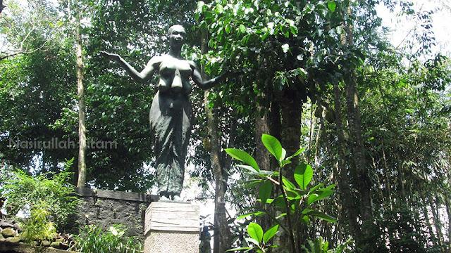 Patung di sudut lain Omah Petruk