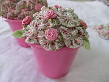 Florzinhas de retalhos estampados para decorar vasos