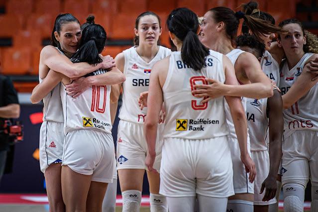 Jogadoras da Sérvia comemoram vitória e vaga na final do EuroBasket