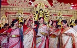 कोलकाता की सड़कों पर कम लोग मनाते हैं इस दुर्गा पूजा को