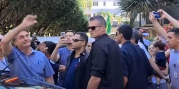 Abuchean a Jair Bolsonaro en Brasilia tras ignorar cuarentena