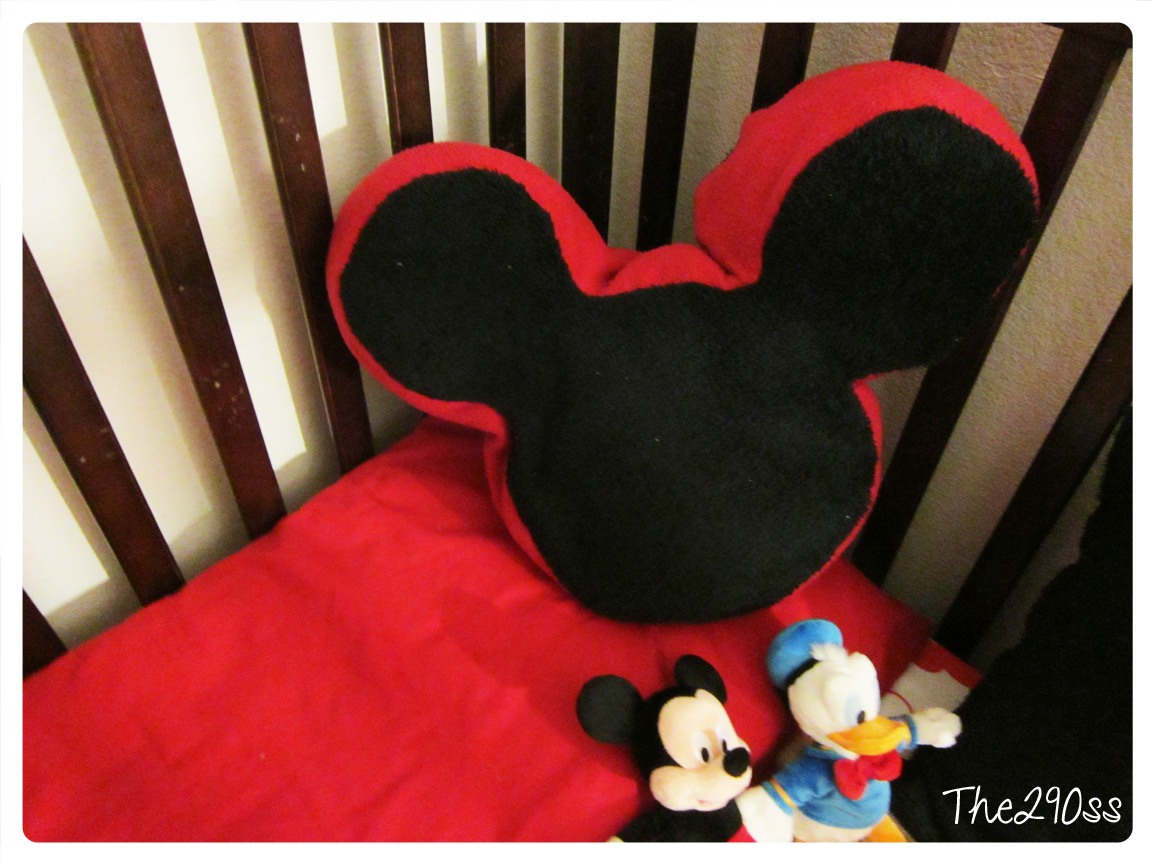 The290ss: Mickey Mouse Pillow Tutorial.