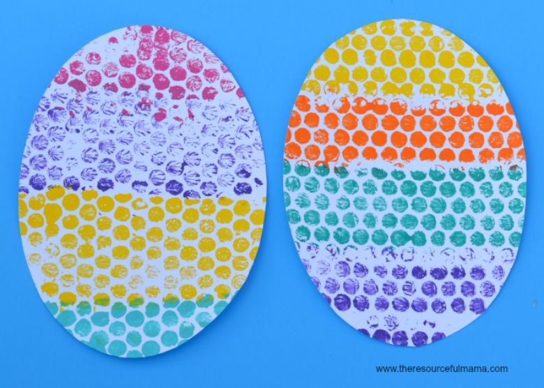 Easter crafts for toddlers - bubble wrap printed egg craft