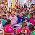 Mais de 10 mil pessoas seguem Dinha pela  Estrada de Candeias e Cristo Rei