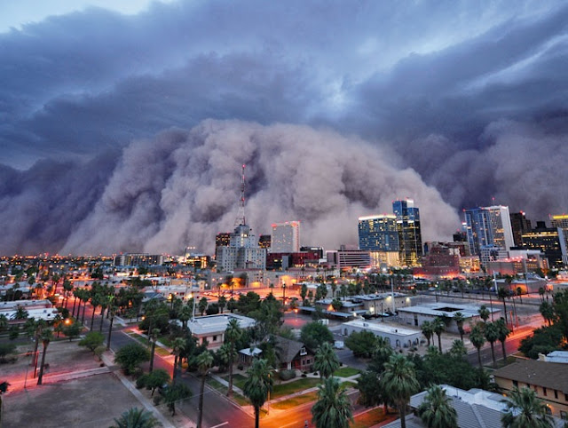 Dramatic Dust Storm rolling into Phoenix Arizona