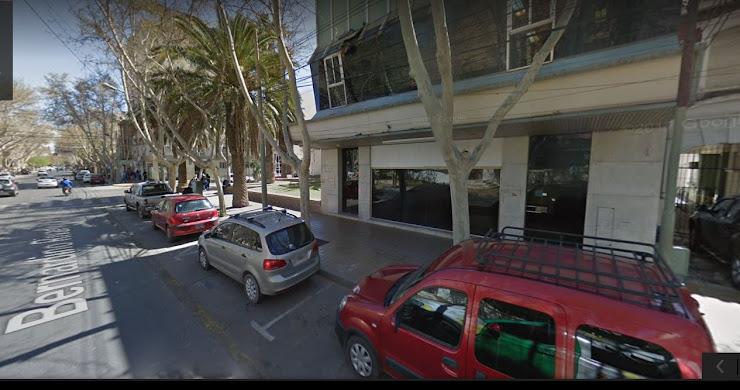 IDEAL PARA INVERSORES - PROPIEDAD DE 950 M2 CUBIERTOS SOBRE CALLE RIVADAVIA A MTS DE PLAZA ABERASTAIN , CAPITAL, SAN JUAN, ARGENTINA