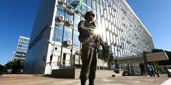 Exército lança edital com vagas para TI; salários de até R$ 10 mil