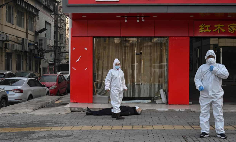 Old man lies dead in an empty street in Wuhan
