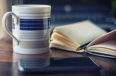 Menulis sebuah buku