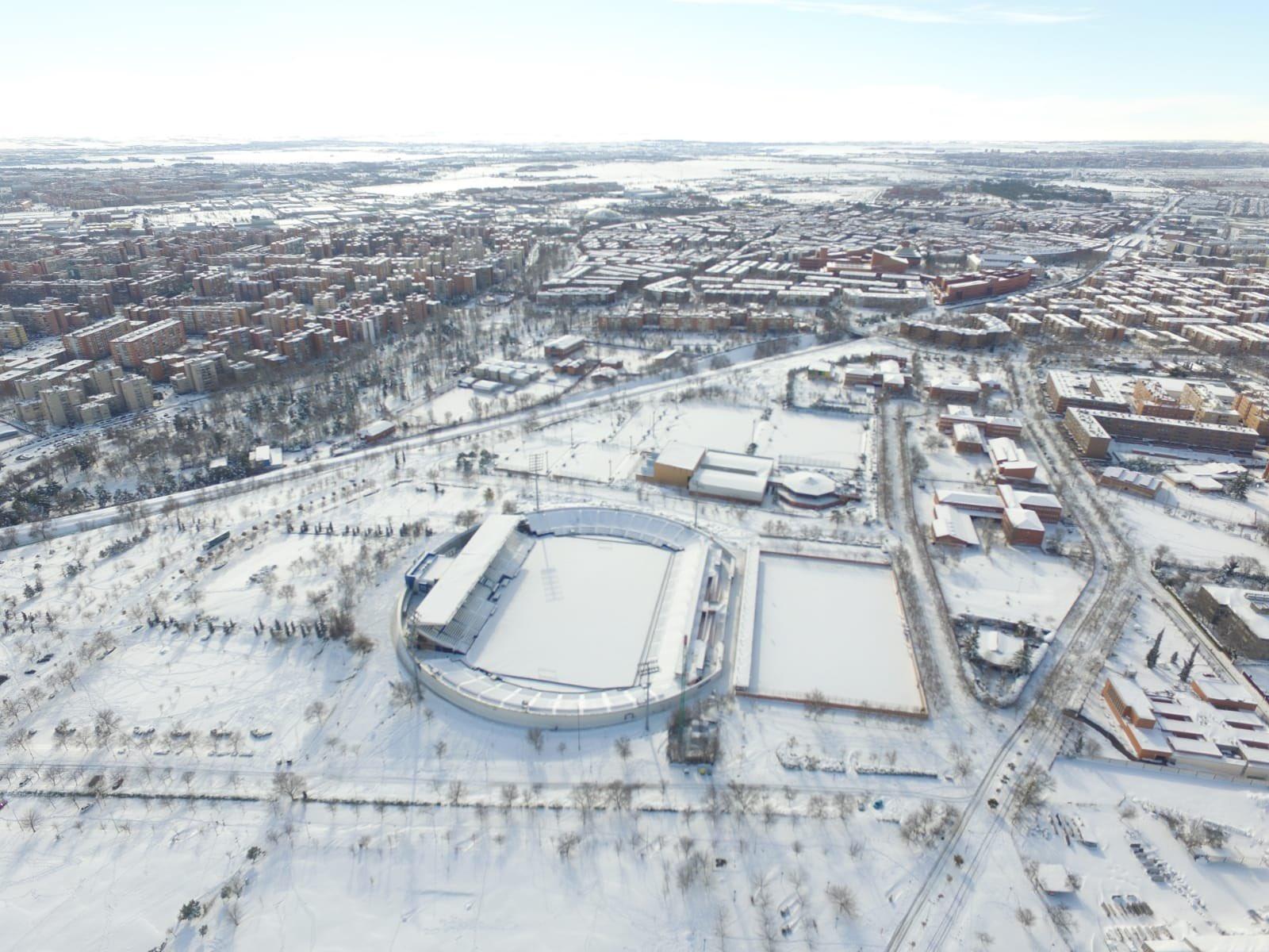 Vista area de la Ciudad de Madrid Cubierta de nieve