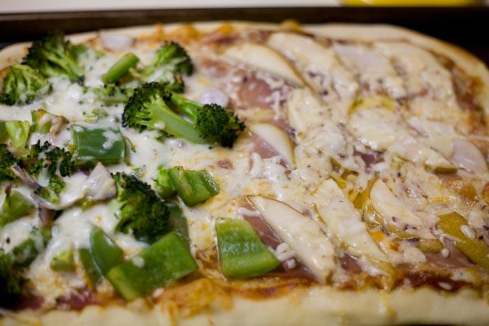 Pear & Prosciutto Pizza