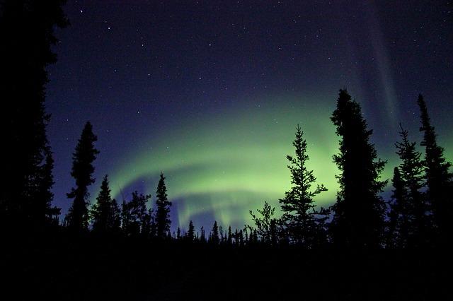 Aurora_boreal_noite_escura
