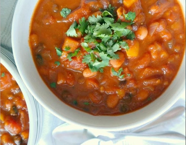 Pumpkin Chili Recipe (Vegan + Gluten Free) #vegan #dinner